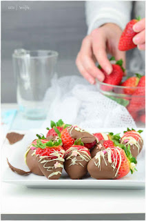 fresas con chocolate de película- trucos para fundir chocolate- cómo derretir chocolate- fundir chocolate al microondas- fundir chocolate al baño maría- cómo fundir chocolate blanco