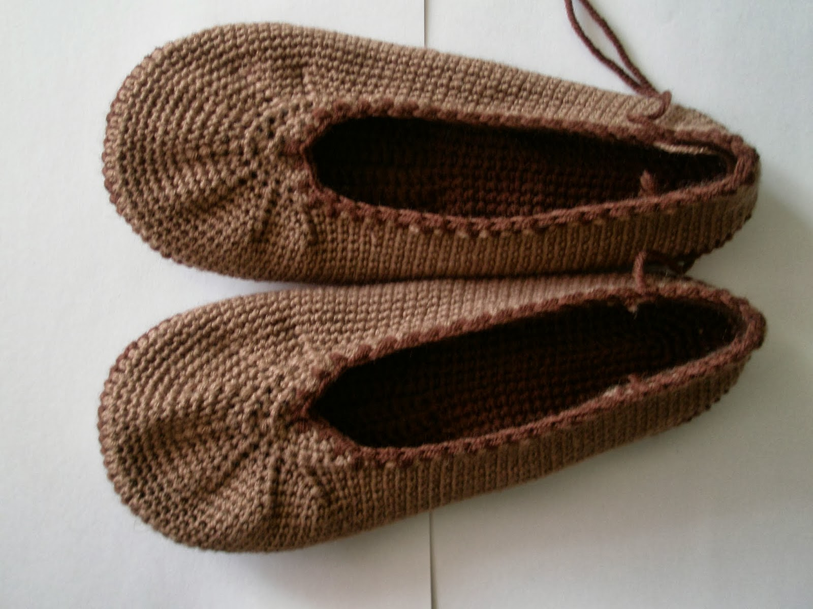 Crochet Yarn Store : beautiful sneaker made of crocheted yarn. step by step - FREE ...