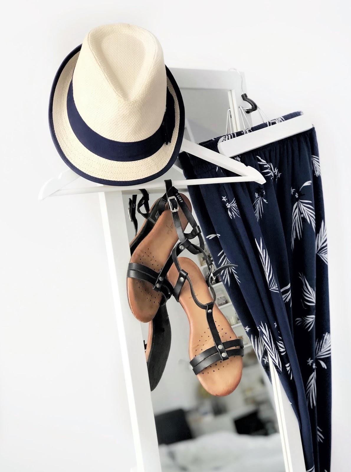 Letnie sukienki z wiskozy i lyocellu dostępne w sieciówkach