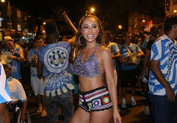 Looks de Crochê de Sabrina Sato - Carnaval 2018