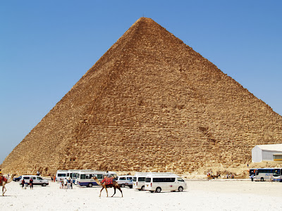 great pyramind of giza famous in the world