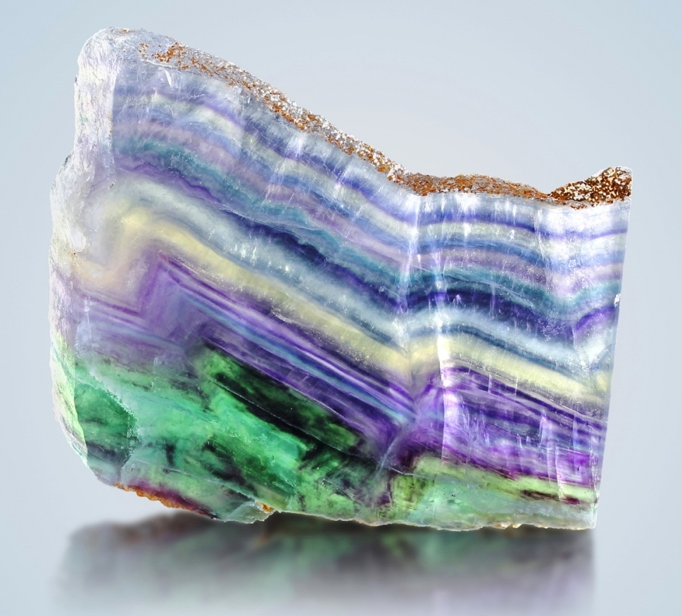 why fluorite comes in different colors with examples