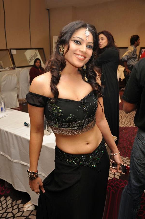 Ragasiya Tamil Actress Sensuous Stills in Navel.