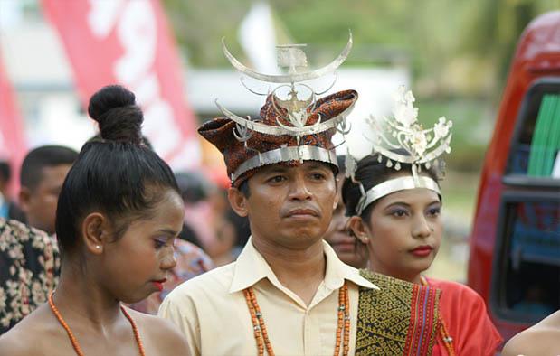 Pakaian Adat NTT Suku Sabu