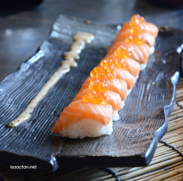 Salmon sushi with fish roe
