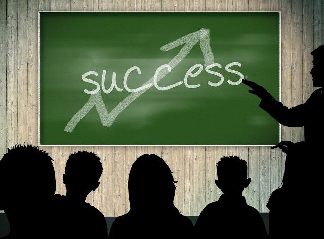 لجميع الطلبة المقبلين على الإمتحانات.. طريق النجاح و التفوق الدراسي