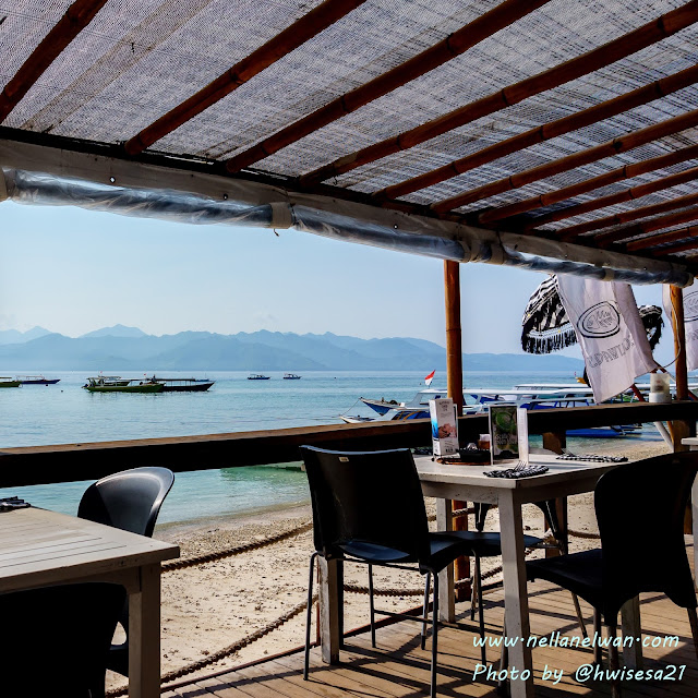 breakfast view scallywags gili trawangan nellanelwan