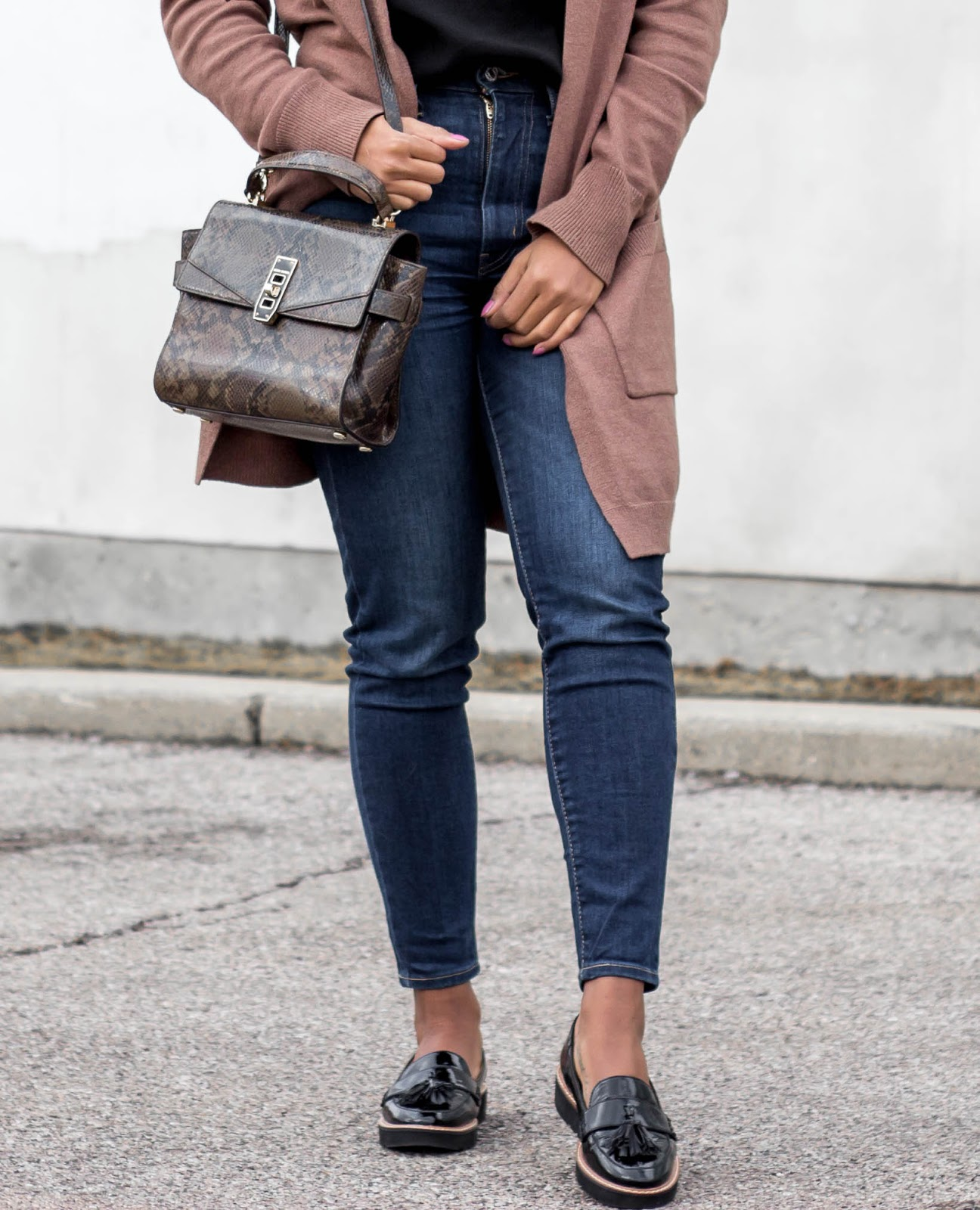 platform-loafers-outfit-naturalizer