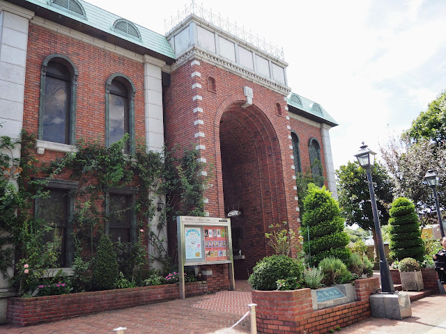 横浜 岩崎博物館前