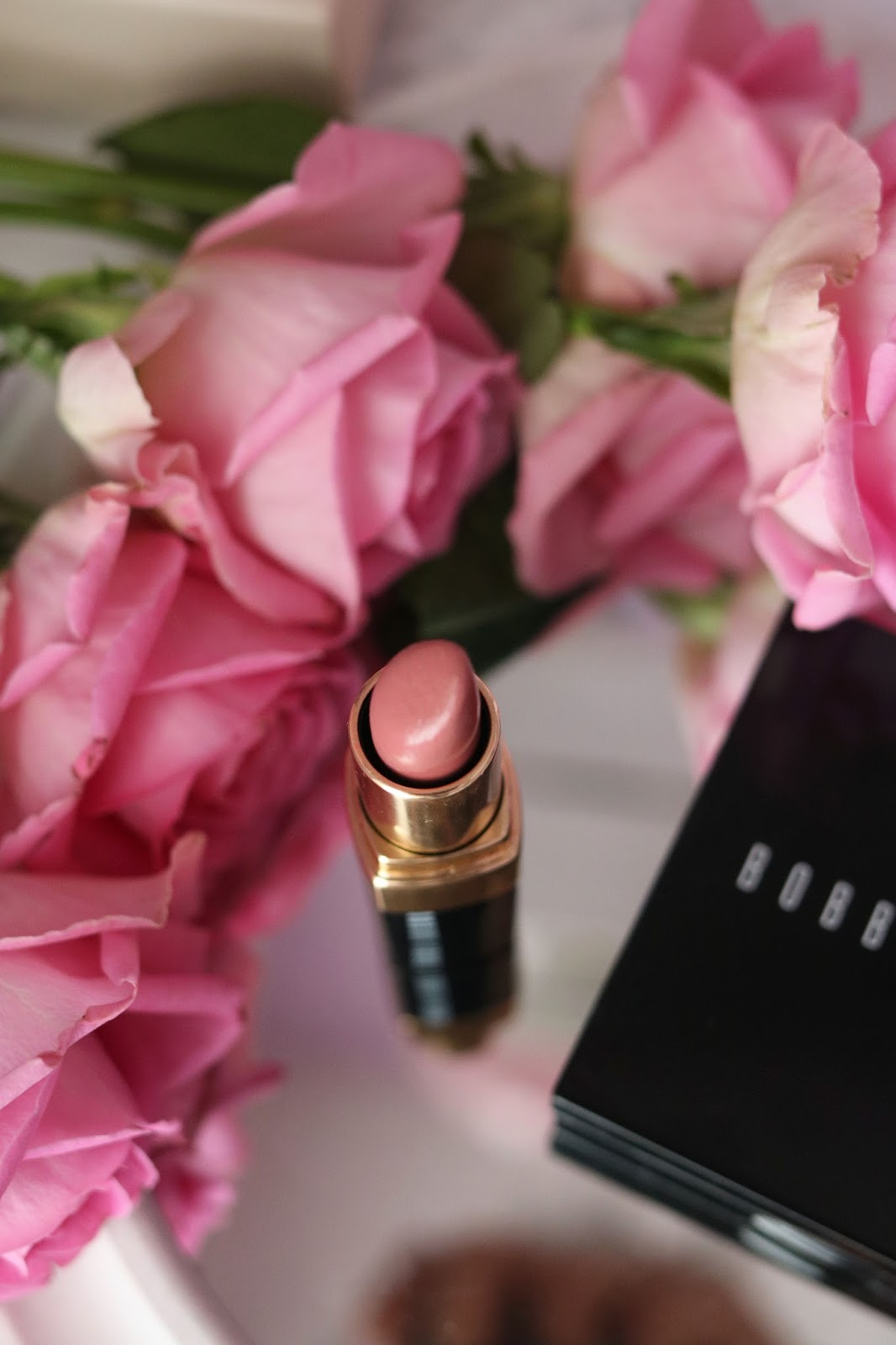 rosemademoiselle , rose mademoiselle ,BOBBI BROWN, OCTOLY , SHIMMER BRICK ROSE , LIP COLOR PALE PINK 21, BLUSH , HIGHLIGHTER , MELI MELO , SUBLIMER , NUDE LOOK , NATURAL LOOK , NUDE , NATURELLE , ROSE ,swatchs ,revue , avis, paris , blog beauté