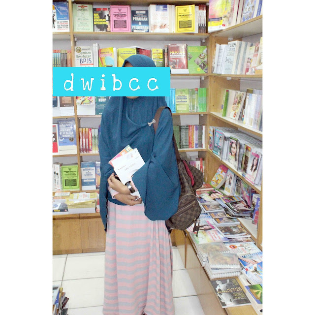 Cara Yang dilakukan Dwi Lestari Sebelum Membeli Buku