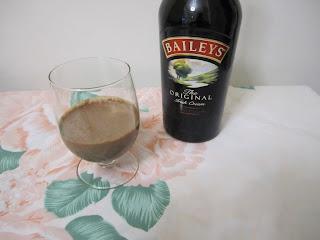 Cocktail gourmand avec du Baileys, café et chocolat