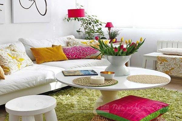 Phòng khách mát mẻ với thảm màu xanh
