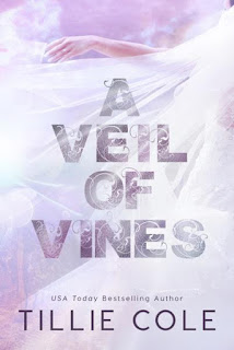 Livro A Veil Of Vines - Tillie Cole