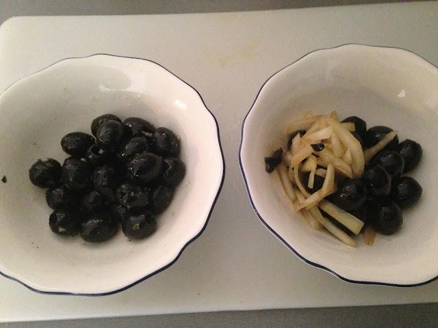 Aceitunas negras aliñadas 1