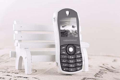 Newmind F3 Arabic, Ponsel Unik Desain Body Mirip Mobil Balap