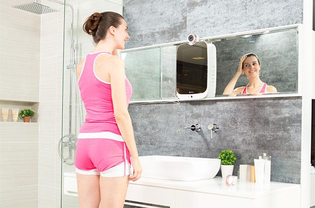 Con HiMirror, specchio smart, ti prendi cura della tua pelle | Video HTNovo