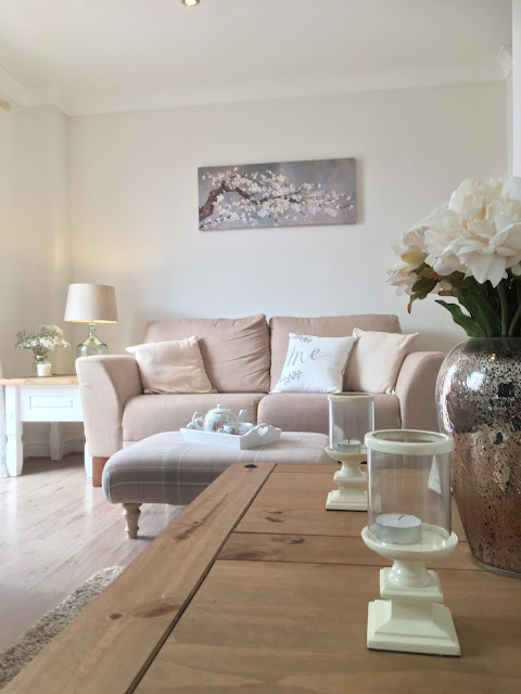 Brightening up a dark lounge using accessories only