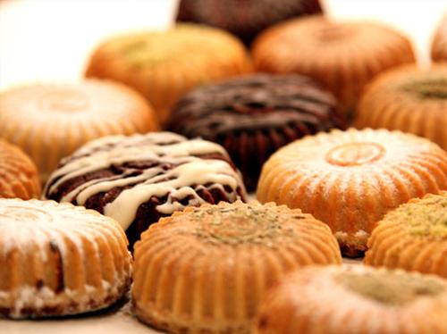 حصريا : اسعار البيتي فور والكعك في اشهر محلات الحلاوني في مصر