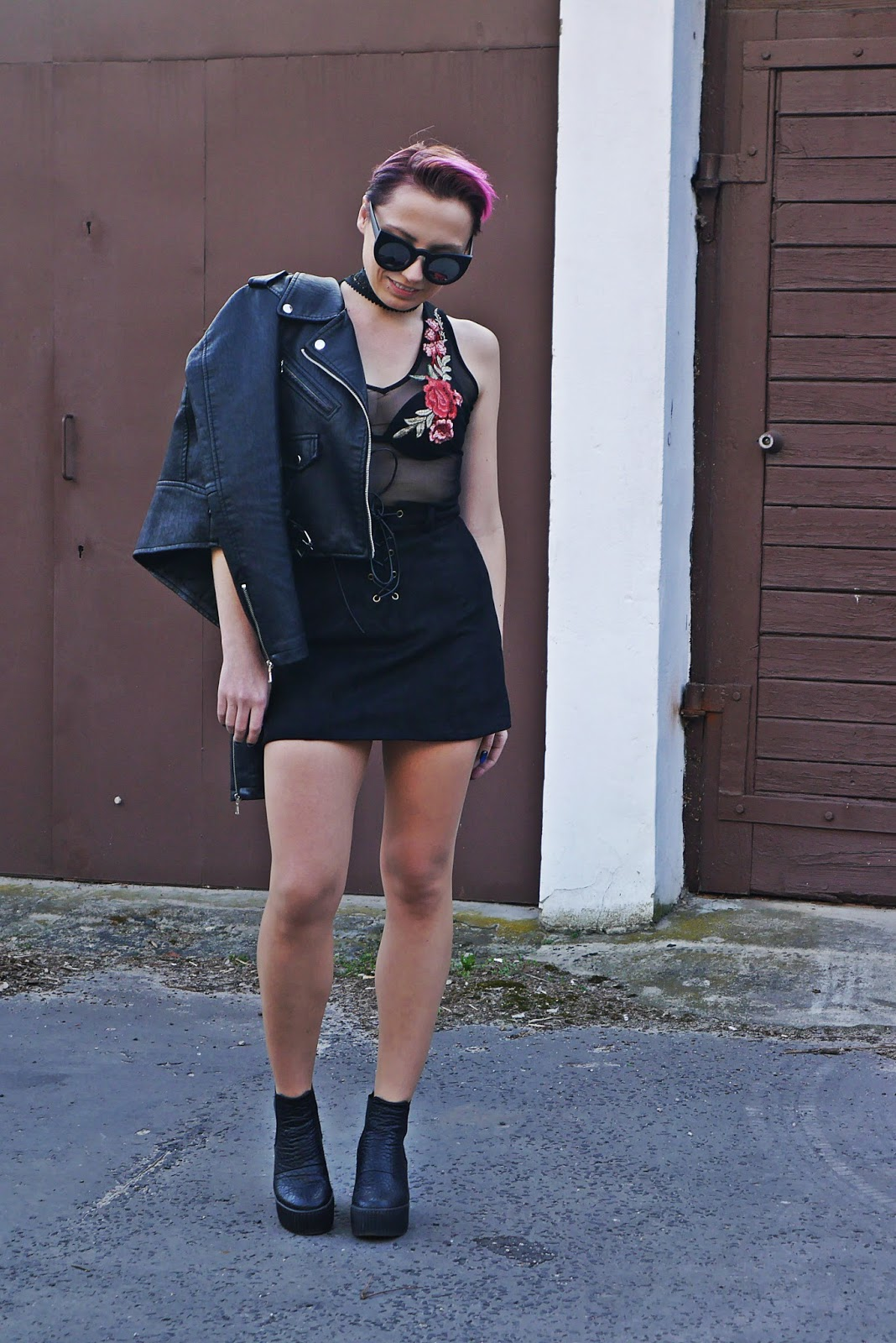 buty_platformy_look_ootd_karyn_czarna_spodnica_naszywki_outfit_ramoneska_180417