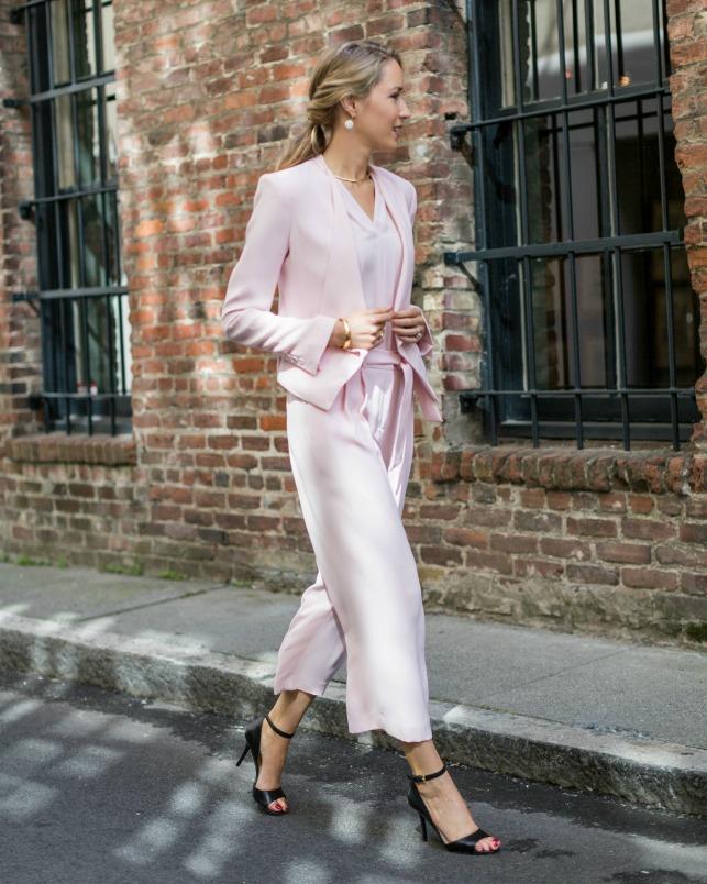 Looks fashion em rosa quartzo para o inverno