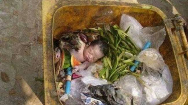 Ilustrasi bayi dibuang di tong sampah.