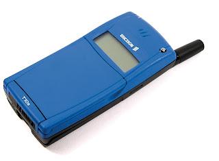 Imagen de un Ericsson T10 azul