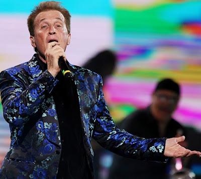 Emmanuel cantando en Viña del Mar 2015