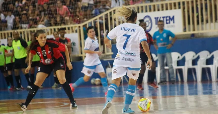 Futsal feminino de Itupeva estreia com derrota d0af71ed472fb