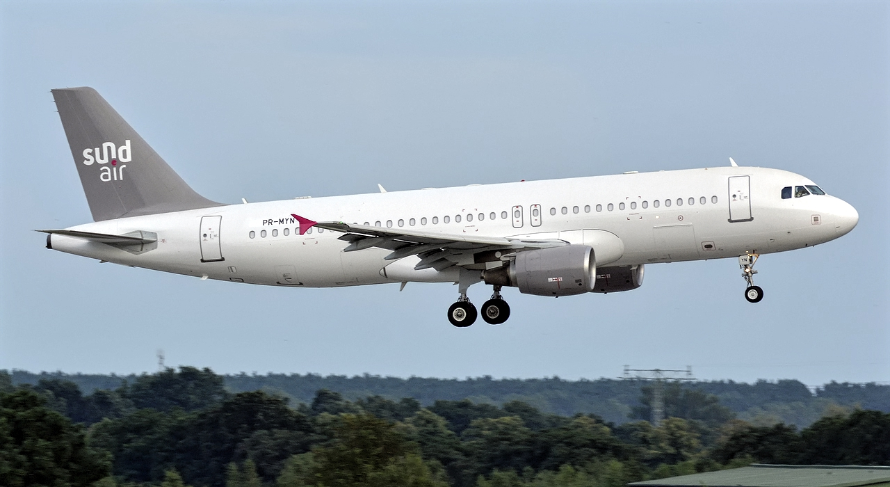 Airbus A320-200 Sundair Approaching Landing