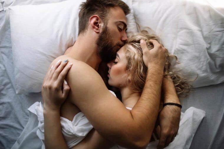 Lý do bạn nên làm 'chuyện ấy' trước khi đi ngủ - Ảnh 1