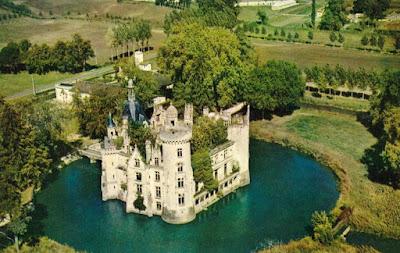 Πύργος στη Γαλλία πωλήθηκε 500.000€ σε 6.500 χρήστες του διαδικτύου