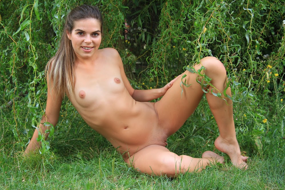 [EroticBeauty] Sarah Smith - The Willow Tree