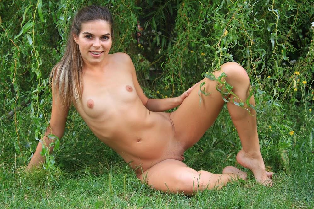 7934943662 [EroticBeauty] Sarah Smith - The Willow Tree