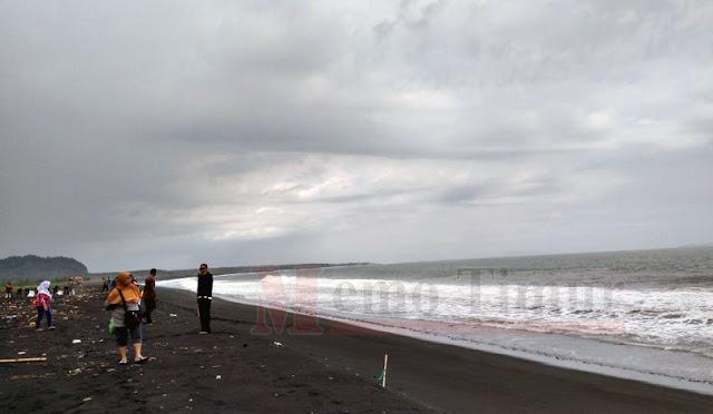 Pantai Dampar, salah satu potensi wisata di Lumajang