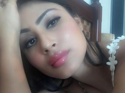 Mouni Roy Lips