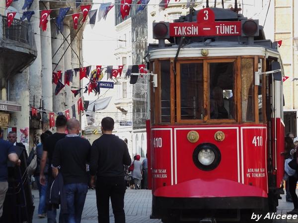 taksim -bulevard-tramvai-rosu