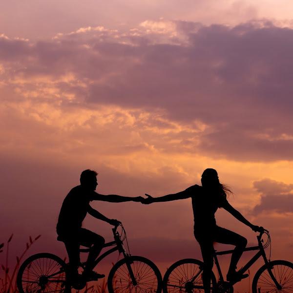 Kita yang Pernah Saling Berjabat Tangan