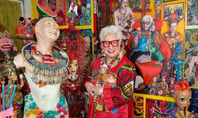 Сью Крайцман (Sue Kreitzman) — художник, ювелир и создательница уникального стиля одежды.