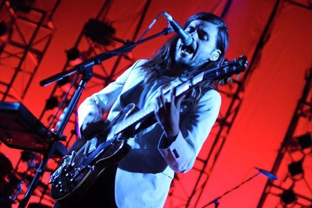 Mumford & Sons debuta en México con show en el Palacio de los Deportes