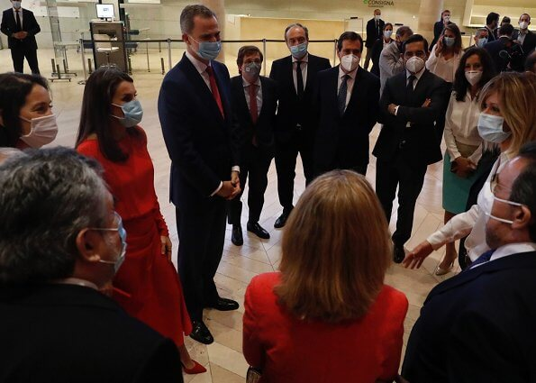Queen Letizia wore Massimo Dutti limited edition draped silk dress. Magrit red pumps, carries Carolina Herrera clutch. Coolook Nereida earrings