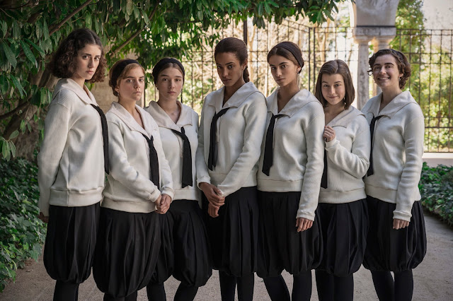 La Otra Mirada, Crítica, Segunda temporada, profesoras, alumnas