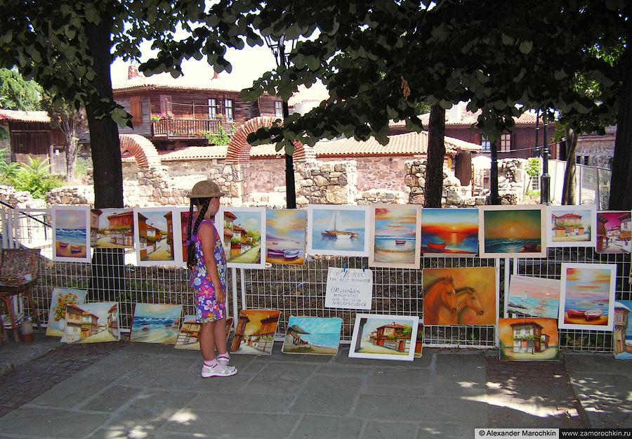 Картины местного художника. Созополь. Болгария   Paintings by a local artist. Sozopol. Bulgaria