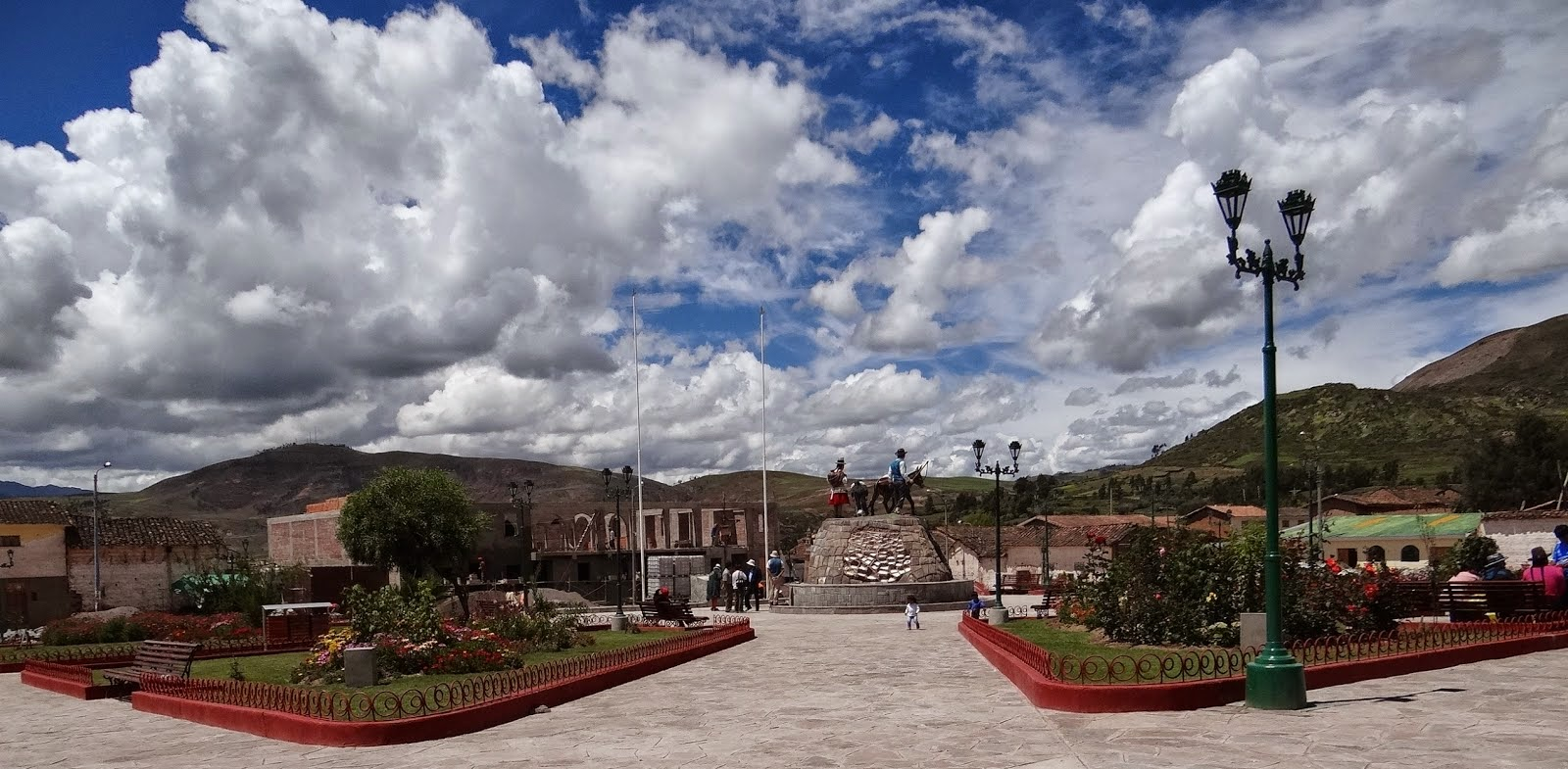 Plaza de Armas de Maras, fuente wikipedia