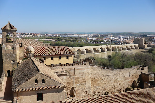 Vista del puente romano de Córdoba desde el Alcázar de los Reyes Cristianos