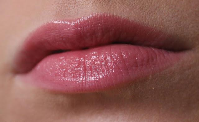 розовый макияж губ