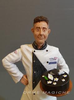 statuine personalizzate realistiche ritratti pasticcere torta cioccolato ritratto marito orme magiche