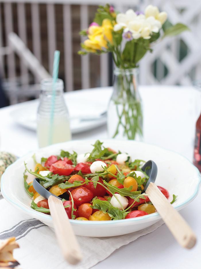 Vegetarisch Grillen Vegithek Edeka Tomatensalat Rucola Mozzarella Kraeuterbutter
