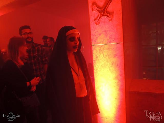 Atriz Juliana Garcia ASSUSTA todos mundo na Pré estreia Invocação do Mal 2 Premiere