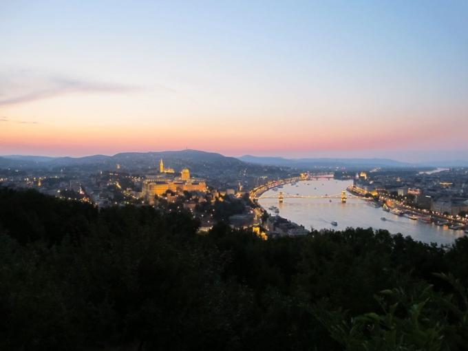 Budapest yövalaistuksessa / Unkari